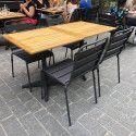 Table de terrasse carrée plateau bois et 4 chaises en métal gris