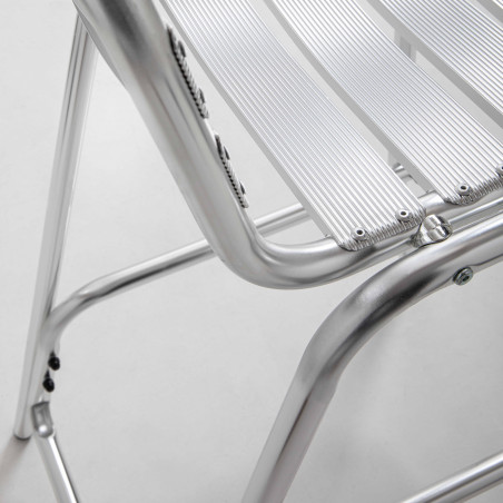 Focus tabouret gris en aluminium terrasse restaurant