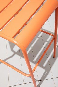 Zoom assise Tabouret extérieur en métal coloré empilable